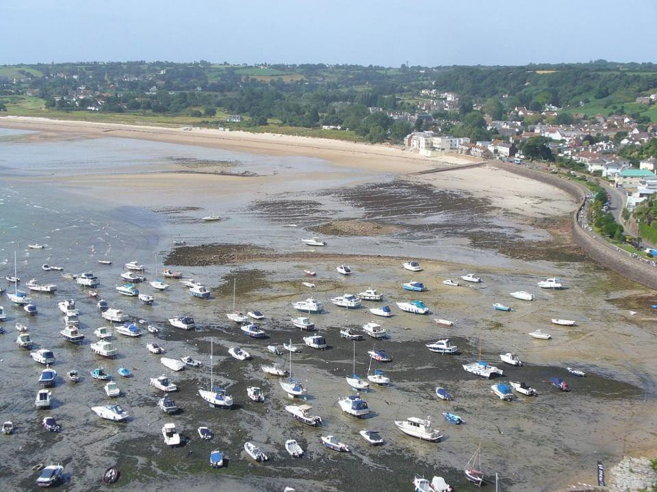Gorey Harbour at low tide, illustrating the extreme difference between high and low tide found in bays, inlets and other shallow, coastal regions here on Earth. Image credit: Wikimedia Commons user FoxyOrange.