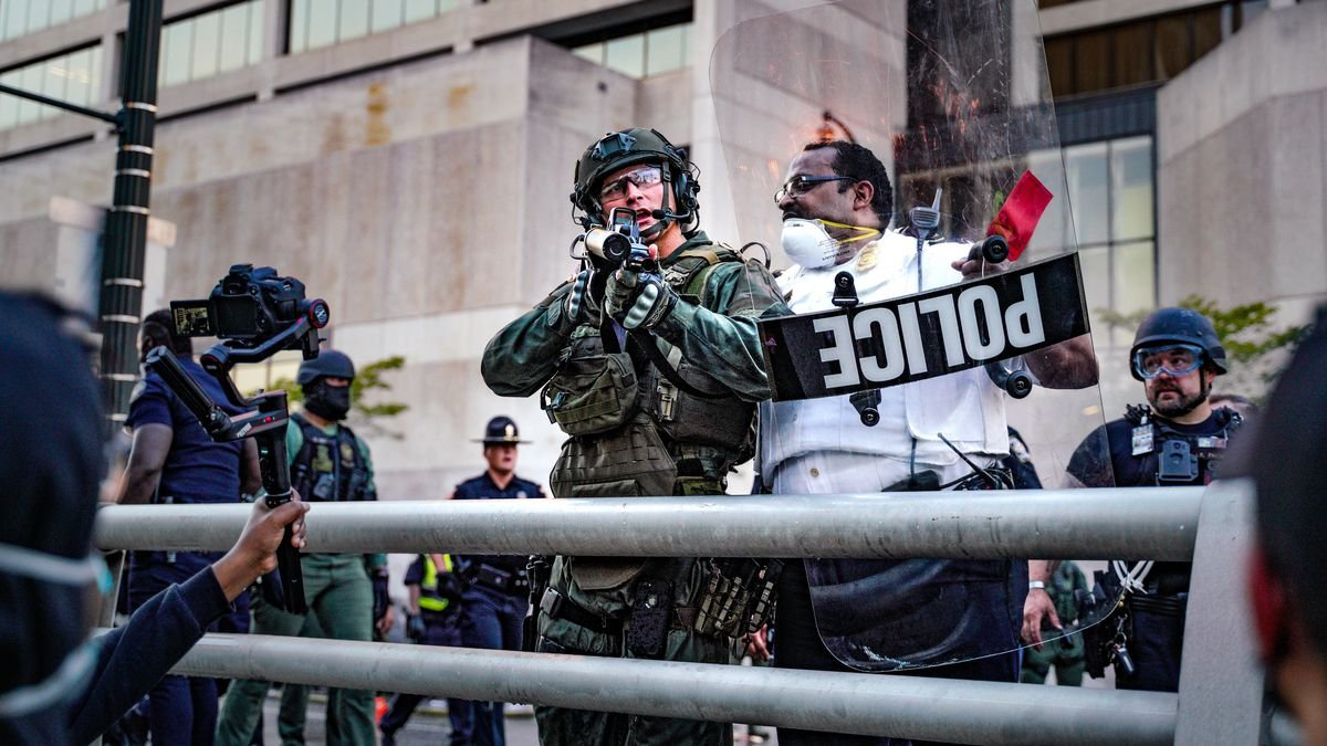How protesters are turning the tables on police surveillance